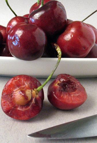 What's In Season: Sweet Cherries | The City Cook, Inc